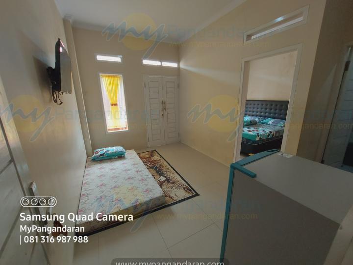 Tampilan Ruang Keluarga Pondok Alin 2 Pangandaran<br /> DI lengkapi dengan TV, Kulkas dan Free Extra Bed 1